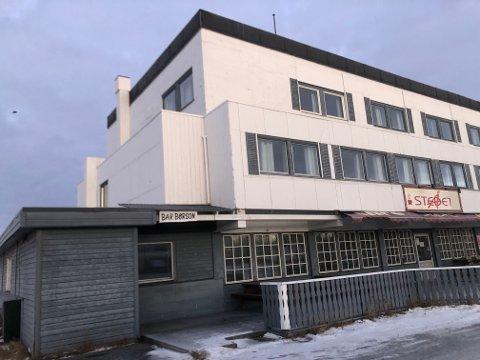 HAR FÅTT BUD: Noen er villig til å betale 3,25 millioner kroner for Porsanger vertshus i Lakselv.