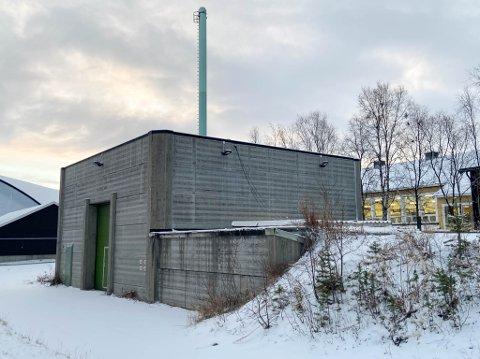 SKAL FÅ ET NYTT LIV: Kjøperen av det gamle fjernvarmeanlegget, i det som betegnes som Gamle Alta sentrum, skal nå rive det og reise et nytt bygg.