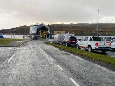LANGE FERGEKØER: Boreal har i dag fergekontrakten mellom Hasvik og Øksfjord. De kan fra neste år få flere avganger mellom de to tettstedene i Finnmark.