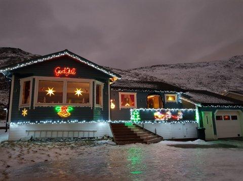 LYSFEST: Rigmor Hansen har også pyntet huset sitt i Honningsvåg.