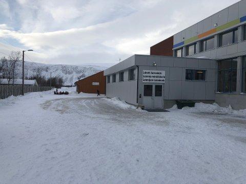 Lakselv barneskole og SFO er stengt torsdag og fredag etter korona-bekymringer.