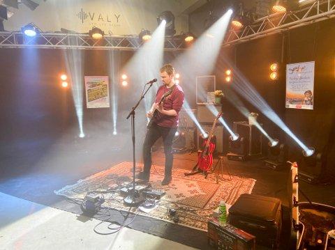 VELDIG FORNØYD: Petter Carlsen er svært takknemlig for at Valy ga han en scene å spille på og et publikum.