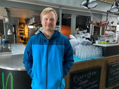 Daglig leder på Nord burger og bar i Alta har opplevd en liten oppsving etter at myndighetene innførte koronatiltak for to uker siden.