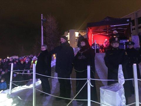 Fylkesmann i Troms og Finnmark Elisabeth Aspaker (H), kronprins Haakon, Alta-ordfører Monica Nielsen (Ap) og politimester Ellen Katrine Hætta var på plass under åpningsseremonien.