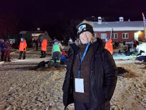 TETT I TETEN: Ekspertkommentator Hilde Askildt tror det kan bli spennende hvem som vinner Finnmarksløpet 600. Alle de 10 øverste kan være vinnerkandidater, mener hun.