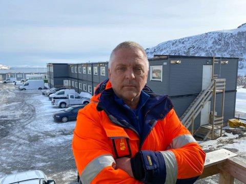 MIDLERTIDIG STANS: Prosjektleder i Skanska, Tor Gildestad, håper de kan være i drift igjen i neste uke. Han regner med at startet vil være redusert i forhold til hvordan en normal driftsdag er på prosjektet.