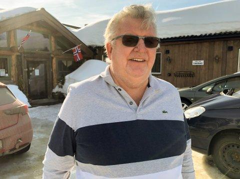 VEMODIG: 79 år gamle Hans Josefsen er både vemodig og glad for at Skaidi hotell er solgt. Foto: Trond Ivar Lunga