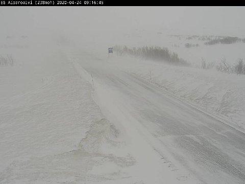 SNØFOKK: Det kan bli vanskelige kjøreforhold flere steder i Finnmark på grunn av stiv kuling og snøfokk onsdag kveld. Dette foto er tatt fra Sennalandet ved en tidligere anledning.
