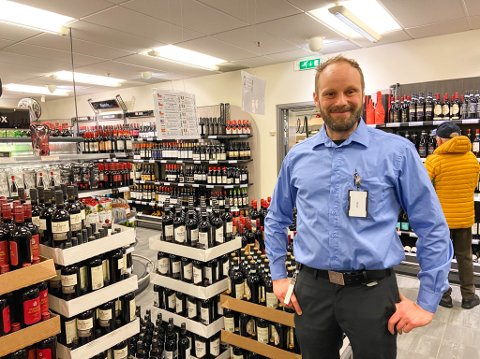 Petter Kromann styrer skuta på Vinmonopolet i Alta, og har sett en overraskende endring i hva folk har handlet i 2020.