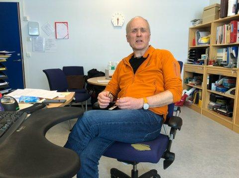 FORNØYD REKTOR: Rektor Knut Munkvold er glad for å ha alle elevene tilbake på skolen. Foto: Trond Ivar Lunga