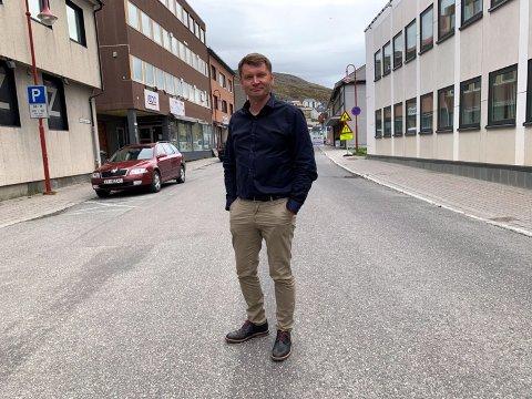 Leder i Nordkapp Høyre, Dan Nilsen, ønsker å fremme forslag om å kalle opp en gate i Nordkapp etter Marianne Sivertsen Næss, ordfører i Hammerfest.