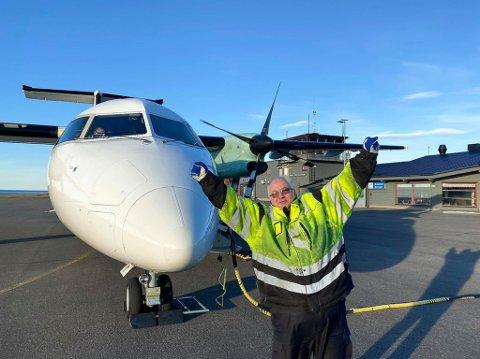 FORNØYD STASJONSSJEF: Vidar Efraimsen er svært glad for å være i gang igjen med flyaktivitet på Berlevåg flyplass.
