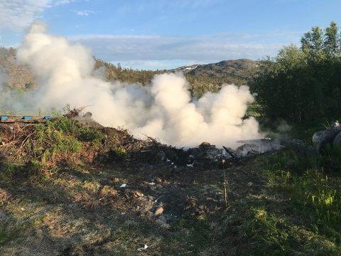 RØYKLAGT: Det var en del røyk på stedet.