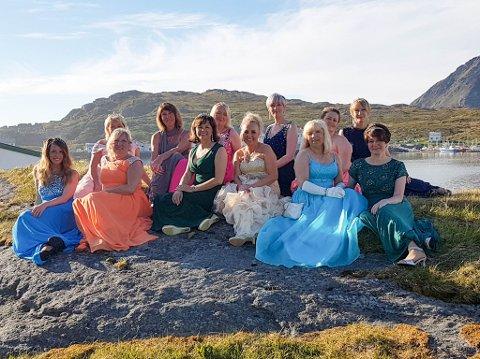 PÅ TUR I EGEN BAKGÅRD: Prinsesseklubben i Måsøy hadde en kortreistsamling på Rolvsøya i strålende solskinn tidligere denne våren.