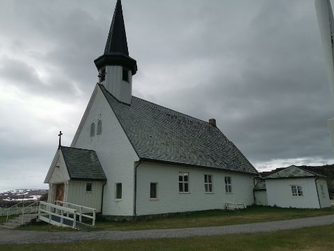 ÅPEN KIRKE: Mandag ble det holdt åpen kirke i Berlevåg etter dødsfallet på den unge kvinnen.