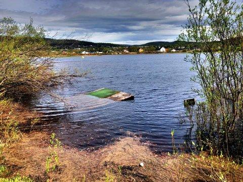 VANNSPORT: Banen til Karasjok Golfklubb er mer egnet for vannsport, enn for ordinær golfsport.