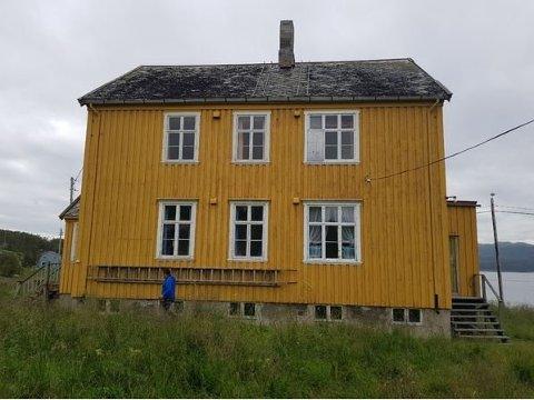 SOLGT: Det gamle internatet i Tana har blitt solgt til Morten Gåsvand for 200 000 kroner, men han har foreløpig ikke formelt overtatt eiendommen.