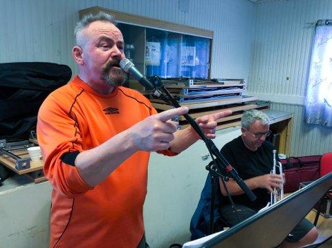 VOKALIST: Jan Egil Aune er nok en gang klar for å gi byen knakende god blues. Foto: Trond Ivar Lunga