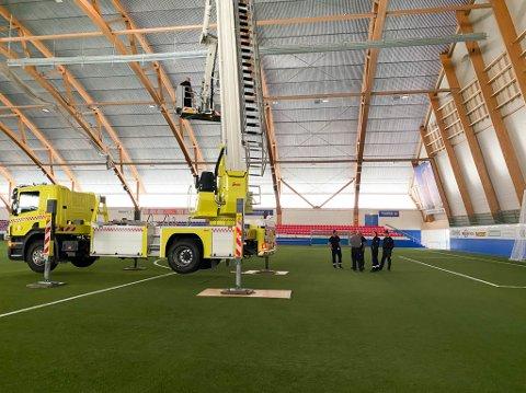 24 METER FRA BANE TIL TAK: Det er ingen takplater som står i fare for å falle ned. Derfor åpnes Finnmarkshallen for normal trening igjen.