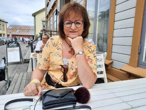 TUR PÅ BYEN: Torill Daleng elsker å kle seg opp og gå ut på byen. Endelig kan hun leve det livet hun egentlig ble født til..