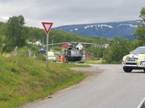 ULYKKE: En person blir sendt til sjekk etter utforkjøring i Austertana.