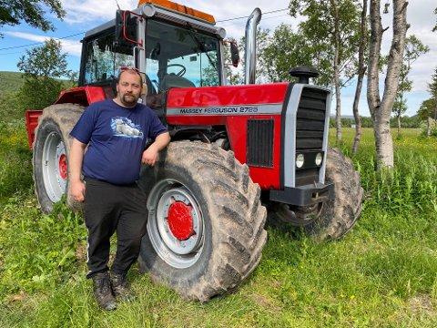 Kim Juliussen i Austertana ble kastet inn som eneansvarlig på gården da faren hans, John Emil, døde brått i fjor høst.