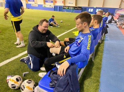 HOLDER KAPTEIN SKADEFRI: Alta IF-trener Vidar Johnsen gjør alt for å sikre at hans kaptein Mats Frede Hansen fra Sør-Varanger er klar til kamp i helgen.