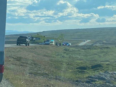 SKADET: En mann i 60-årene kjørte utfor veien i Skallelv mandag ettermiddag. Nå ligger han alvorlig skadet på sykehus.