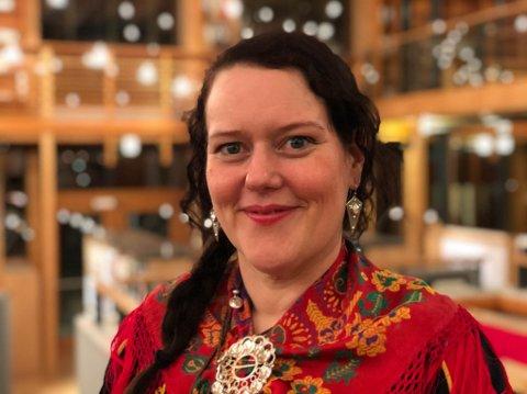FORNØYD: Sametingsråd Silje Muotka måtte gå ned i lønn da hun ble heltidspolitiker på Sametinget, men hun angrer ikke.