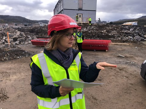 MULIGHETER: Administrerende direktør Siri Tau Ursin sier det vil bli mulighet for å bygge nye Hammerfest sykehus større enn det som er opprinnelig planlagt. Foto: Trond Ivar Lunga
