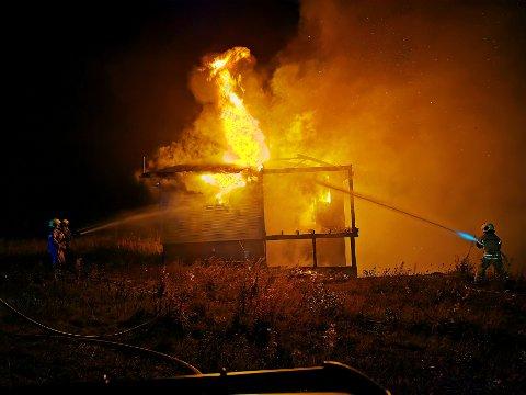 I FULL FYR: Huset var i full fyr da brannvesenet kom til stedet.