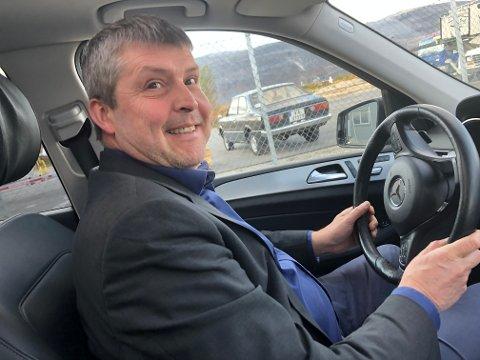 TRIVSELSVEKT: Bengt Rune Strifeldt mener han er på trivselsvekta, der han ratter seg mellom et hardt program i Lakselv mandag.
