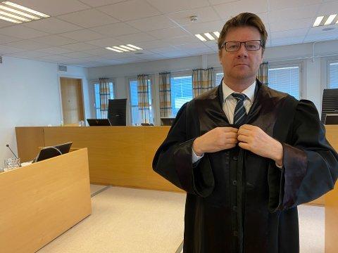 BLE HØRT: Påtalemyndighetene ønsket fengsel i 13 år for advokat Bjørn Andre Gulstad sin klient, og de fikk med seg Øst-Finnmark tingrett på dette. Selv mente mannens forsvarer, Gulstad, at en straff på mellom 4.5 og 5 år vil være en passende. Lagmannsretten fulgte Gulstads syn på straff, og nå er dommen på 5 års fengsel også rettskraftig etter at Høyesterett nektet anken fremmet.