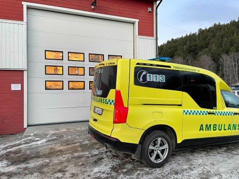AMBULANSE: Ambulansen er også på plass ved bedriften.