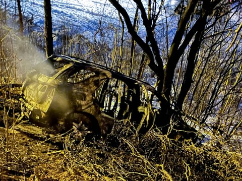 UTBRENT: Denne bilen ble utbrent i Holstbakken i Alta tirsdag morgen.