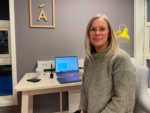 NY JOBB: Malise Mathisen Porsanger stortrives i sin nye jobb i Tana.
