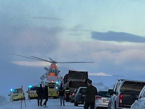 HELIKOPTERHJELP: Både ambulanser og helikopter var på plass