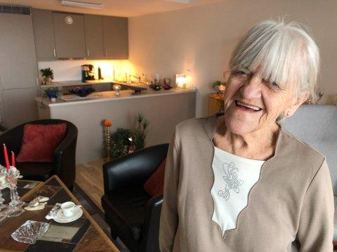 STORFORNØYD: Grete Berg-Hansen er lykkelig over å ha flyttet i en flunkende ny sentrumsnær leilighet. Foto: Trond Ivar Lunga