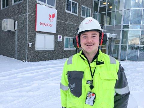 NY BASELEDER: 29 år gamle Even Enochsen blir ny baseleder for Equinor inne på Polarbasen. Foto: Trond Ivar Lunga
