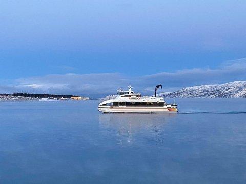 """SØSTERBÅTEN: MS """"Nefelin V"""" (på bildet) er en sammen med MS """"Sea Runer"""" en av to båter i Barents Nord AS som  trafikkerer mellom Alta - Lillebukt - Øksfjord."""