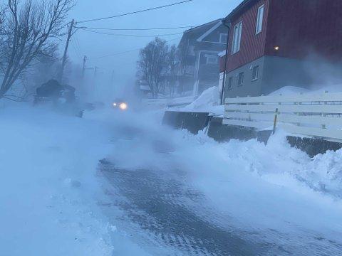 SIKRE GJENSTANDER: Blant annet Hammerfest kan vente seg stormvarsel tirsdag, og det oppfordres til å sikre gjenstander og båter.