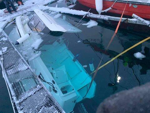 PROBLEMIS: Mye vind førte til problemer med ising for flere båter i havna i Kokelv i Hammerfest kommune.