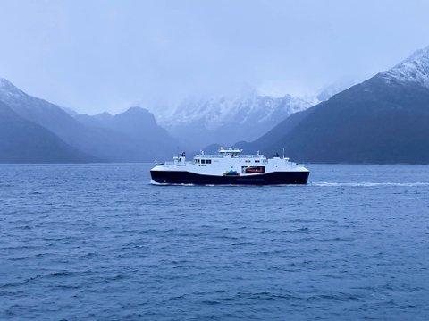 FÅR SEILE VIDERE: Boreal Sjø har fått godkjent sin revisjon av Sjøfartsdirektoratet. Dermed kan ferga mellom Øksfjord og Hasvik gå som normalt.