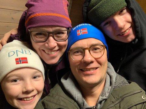 REISER IKKE: Peder Pedersen og hans familie har valgt å feire påsken i Oslo. Avbildet er Ellen Pestalozzi Pedersen (t.v), Elisabeth Pestalozzi Ueland, Peder Pedersen og Markus Pestalozzi Pedersen (t.h).