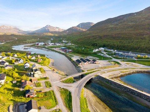 IDYLLISK: Den lille bygda i Hammerfest kommune skal huse både Nussirvirksomhet og nytt notvaskeri i nær framtid.