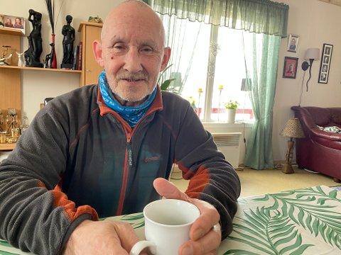 KALDT Å VENTE: I nesten tre timer stod Trond Stensgård ute og ventet på buss etter at han ankom Hammerfest med Hurtigruten tidlig på morgenen.