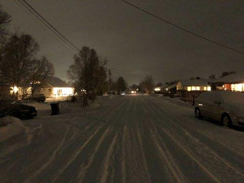 MØRKLAGT: Det er mørkt langs Porsveien uten gatelys.