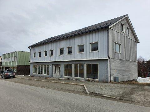 ÅPNER BUTIKK: I disse tomme lokalene i Hindberggata i Båtsfjord vil Byggmakker flytte inn og åpne butikk.