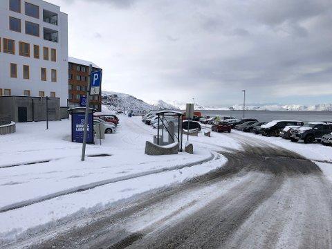 SNØBYGER: Slik ser Hammerfest ut tirsdag formiddag, hvor snøen allerede har lagt seg.
