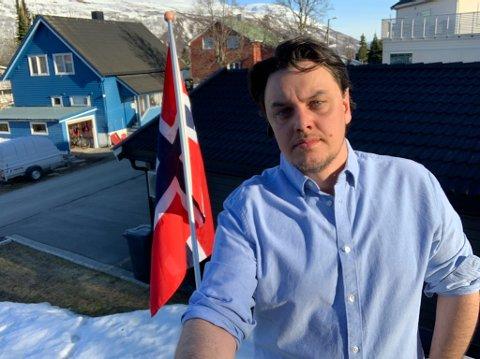 FLAGG: Her skulle det hengt to flagg på 17. mai.